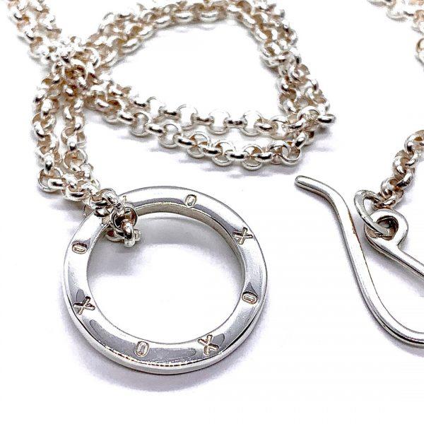 Caroline Jones XOXO ring on belcher chain 01