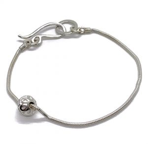 Caroline Jones Flower sphere on snake chainbracelet