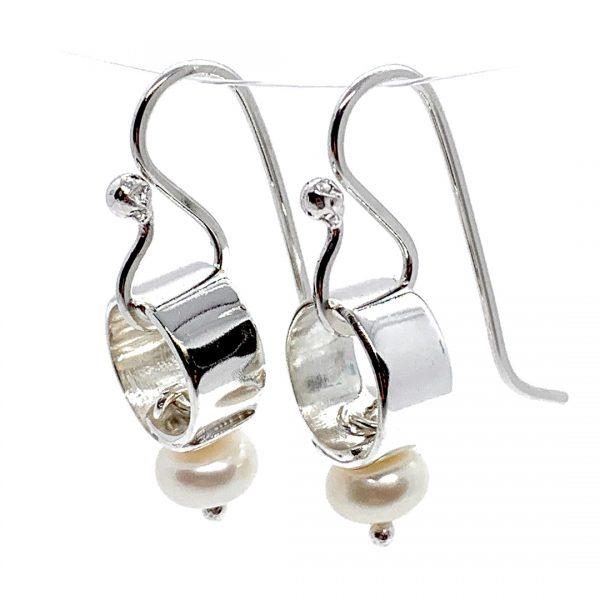 Caroline Jones silver link earrings with white pearls 01